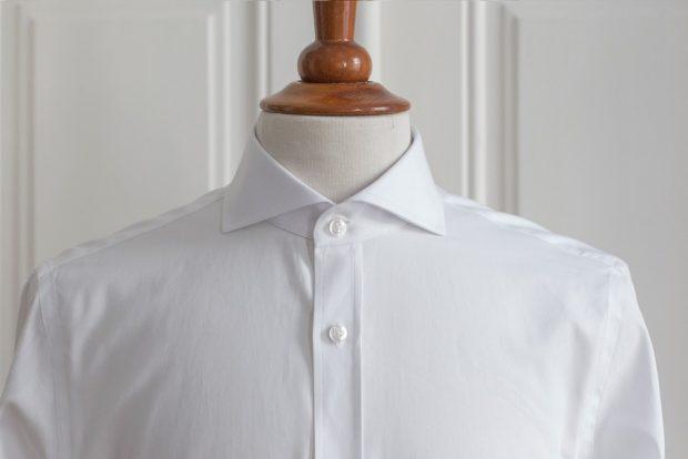 Dress shirt collars: Cutaway collar