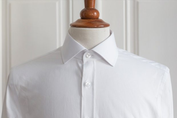Dress shirt collars: Spread collar